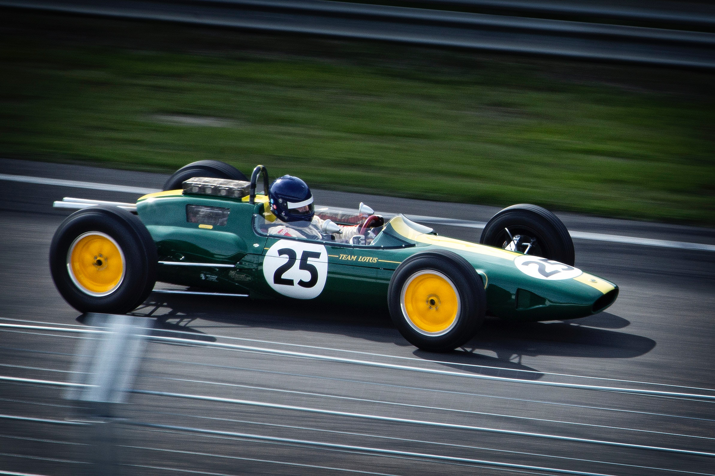auto-racing-car-wallpapers-f1-12801-1